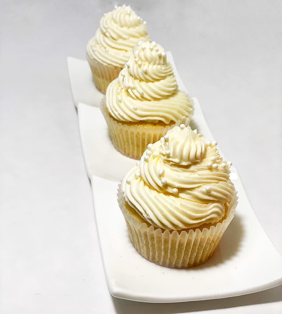 vanills cupcakes with vanilla buttercream frosting